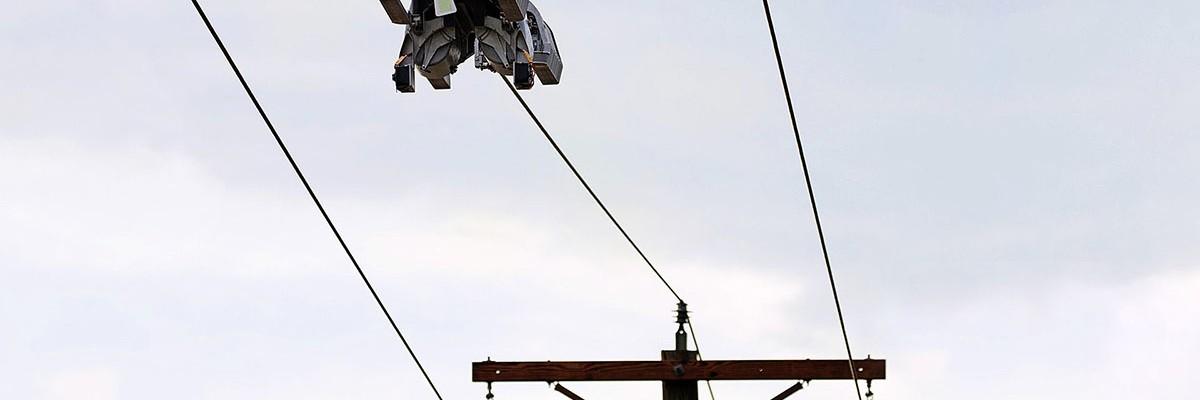 고압 전선을 타고 광섬유 케이블을 설치하는 로봇 탄생!